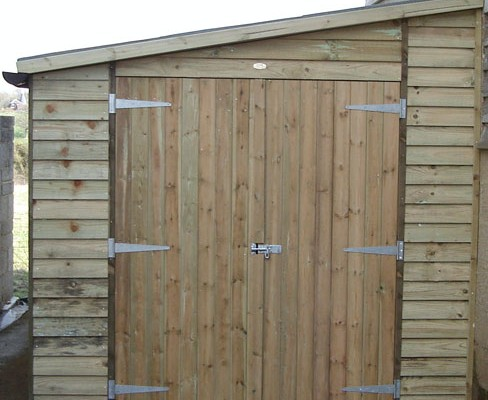 Double doors in pent weatherboard shed end