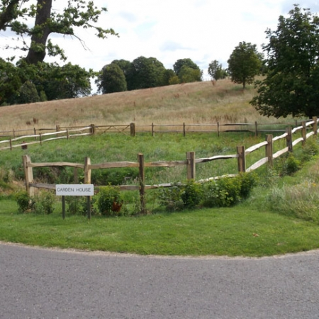 Chesnut Post and Rail Paddock fencing