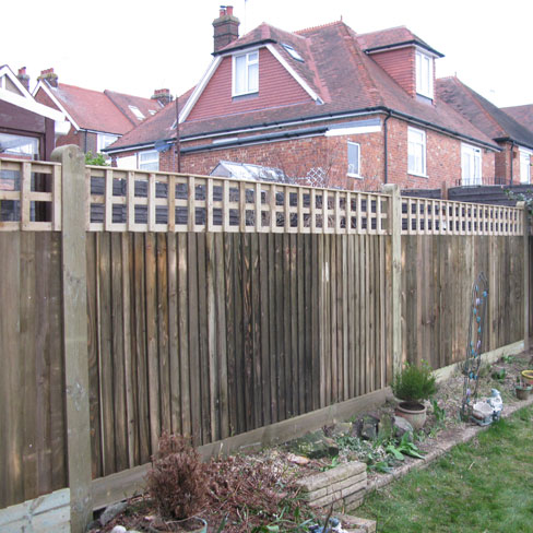 Closeboard Kit Form With 300mm Trellis Installed In Fence Run