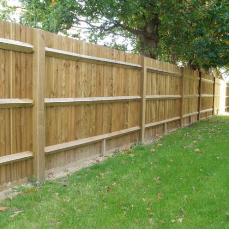 Standard Closeboard Kit Form installed in garden - back detail