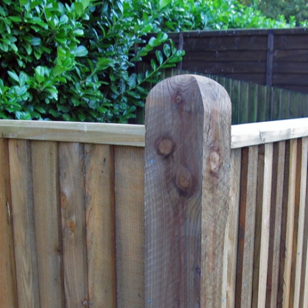 closeboard capping rail being shown on a corner post