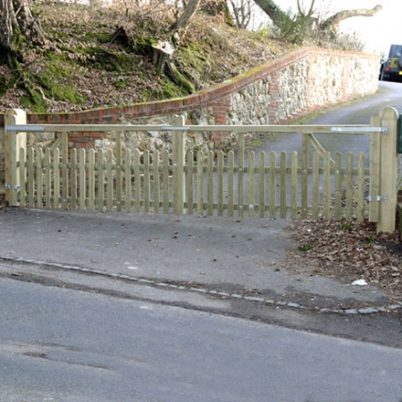Wealden style entrance gate in softwood