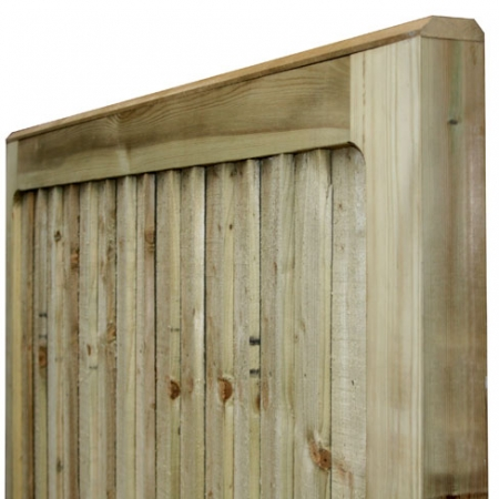 A solid flat top on a closeboard heavy frame gate.