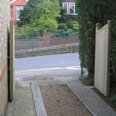 Cranbourne Gates open on driveway