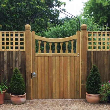 Single Windsor gate heavy frame scalloped top