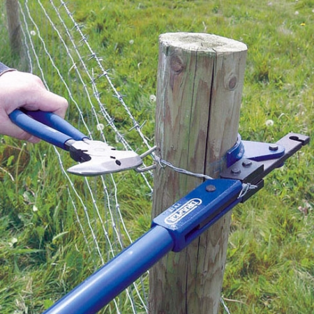 while holding the wire tight with the draper wire strainer tool, fixing barbed wire with a staple