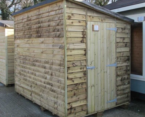Weatherboard pent shed no windows