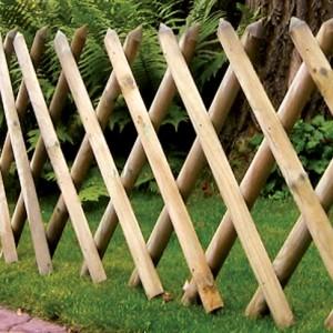 Half Round Expanding Trellis panel installed in garden