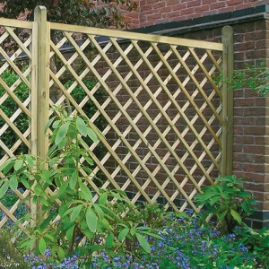 Regal Diamond Flat top trellis panel installed