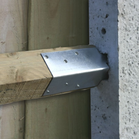 showing how a concrete adaptor bracket woks with an arris rail