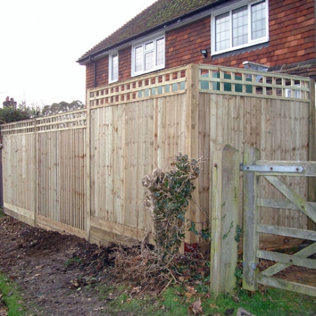Closeboard Kit form with 300mm trellis installed