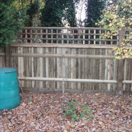 Closeboard Kit form with 450mm trellis installed - back view