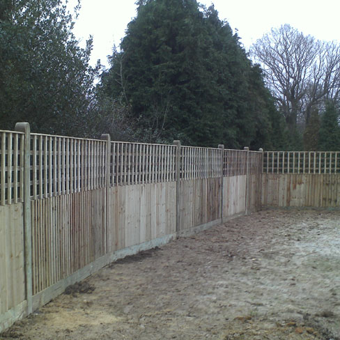Closeboard Kit form with 600mm trellis installed