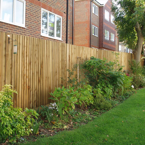 Standard Closeboard Kit Form installed in garden