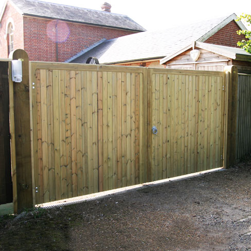 A pair of Wimborne gates without horns installed in softwood