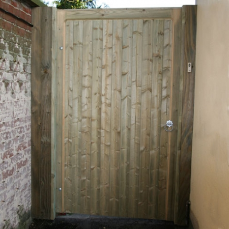Heavy frame single flat top Wimborne gate