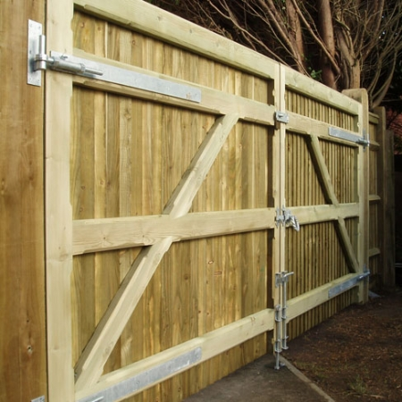 The back of a pair of heavy frame closeboard gates with a solid flat top installed