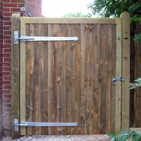 Heavy frame single closeboard gate front view