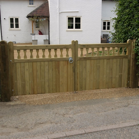 A pair of heavy frame Windsor gates