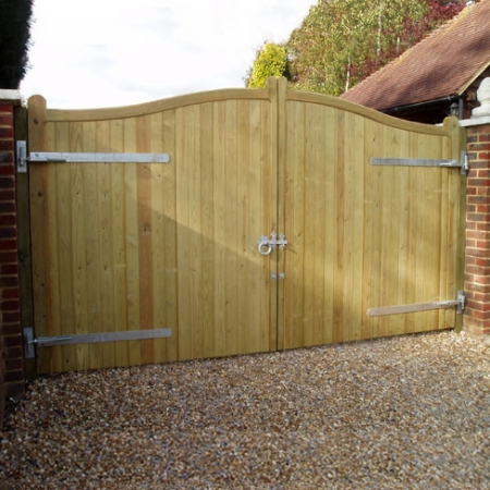 Swish top softwood cranborne gates with horns and adjustable hinges on the face of the gates