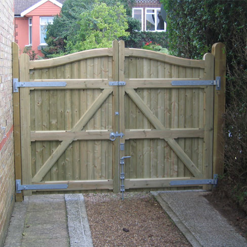 Installed softwood Cranbourne gates