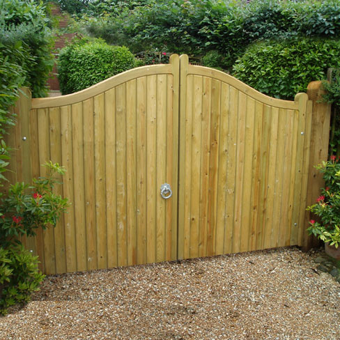 Softwood Cranbourne gates from TATE Fencing