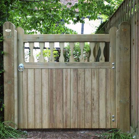 Single heavy frame Windsor gate