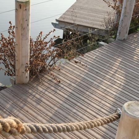 Lasta Grip deck in Coppered Oak
