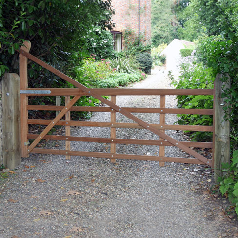 Hardwood Yeoman drive gate installed by Tate fencing