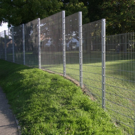stepping bays of galvanised security mesh fencing