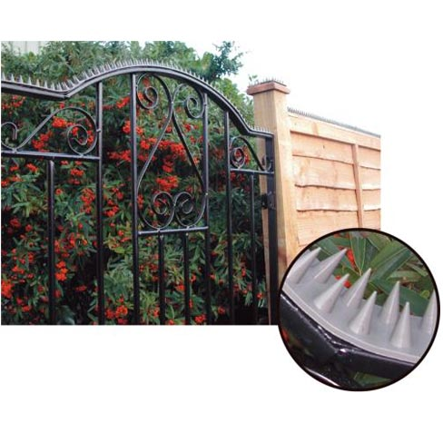 Prikka strip installed across the top of a gate