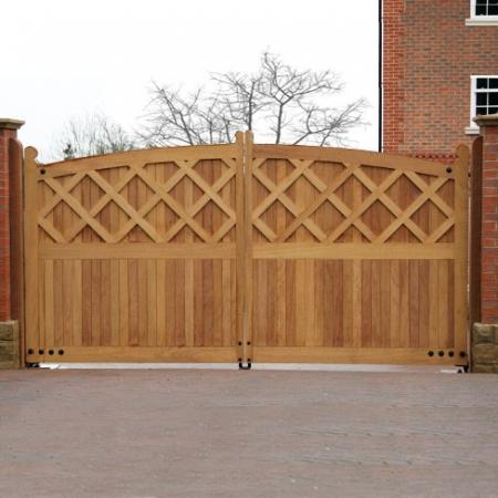 Somerton Gates in Hardwood